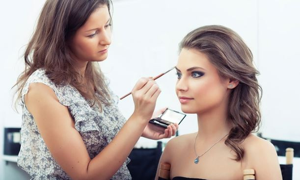 Jumpstart Your Career in the Makeup Industry